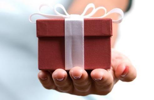 А ви знаєте, як дарувати подарунки?