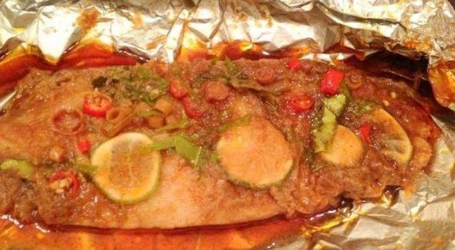 як запекти в духовці рибу у фользі