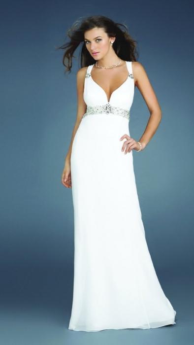 Біле вечірнє плаття - розкіш і скромність в одному вбранні