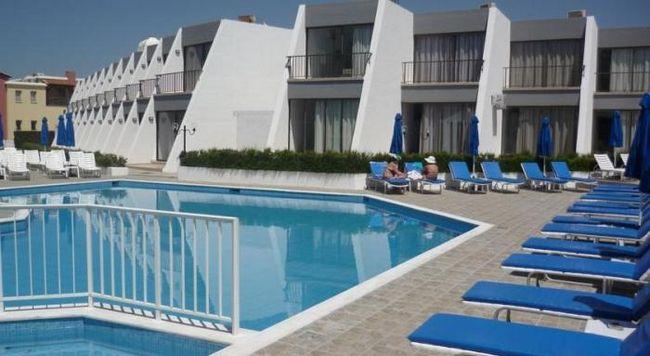 Бутік-готель економ-класу pinelopi beach hotel apts, кіпр, пафос