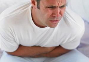 Чим відрізняються симптоми і лікування харчового отруєння від нетравлення шлунка