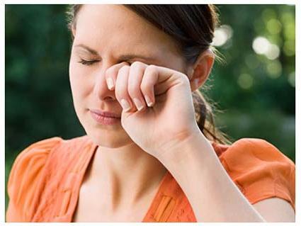 Що робити, якщо око сльозяться? Усунення патології