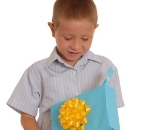 Що подарувати хлопцеві на 10 років: корисні поради