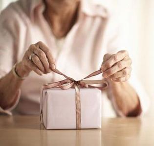 Що подарувати жінці на 50 років