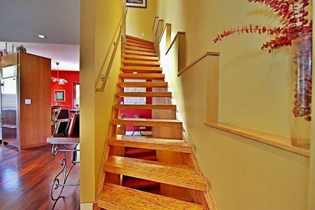 Дача: як побудувати сходи на другий поверх