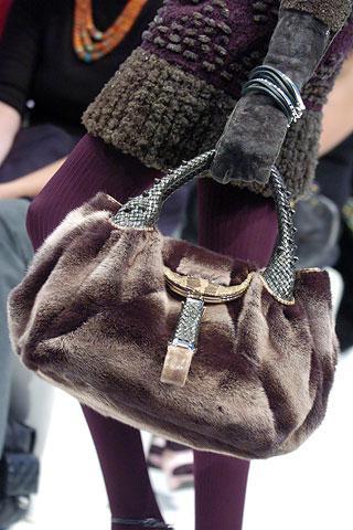 Дамська сумка розкриє всі секрети