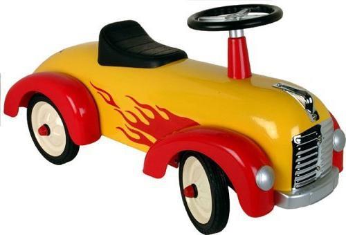 Дитяча машинка-каталка - іграшка і транспорт для малюка