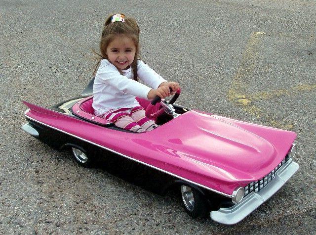 Дитяча педальная машина і електромобіль