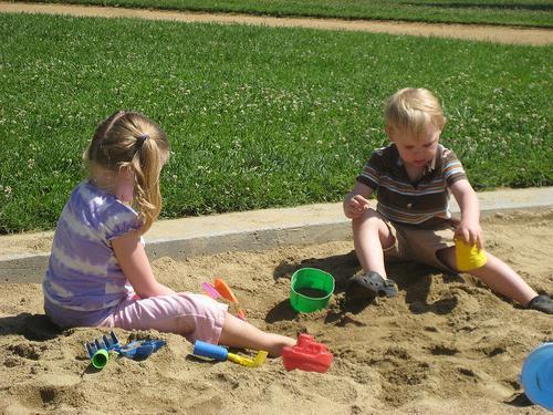 Дитячі пісочниці для дачі: тонкощі створення та слушні поради