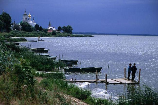 озеро неро рибалка