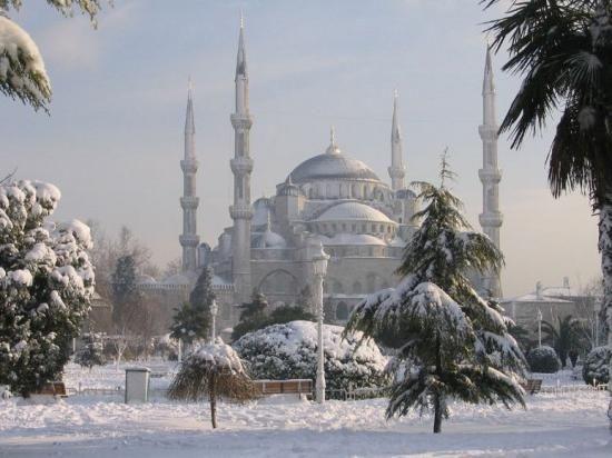 де відпочити за кордоном взимку