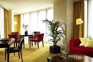 Інтер`єр вітальні в квартирі з єдністю стилю