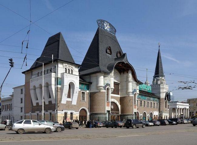Ярославський вокзал, метро - станція комсомольська московського метрополітену.