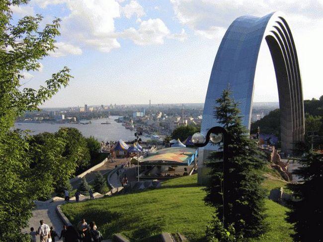 Елегантна столиця україни: тандем старовини і сучасності