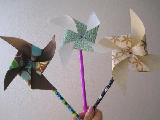 Як робиться вертушка з паперу
