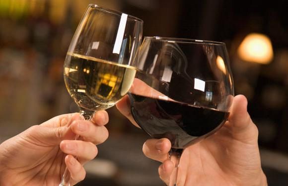 Як і з чим п`ють вино