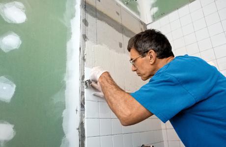 Як кладуть плитку у ванній кімнаті