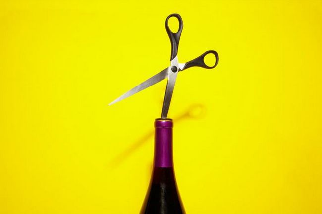 Як відкрити пляшку вина без штопора?