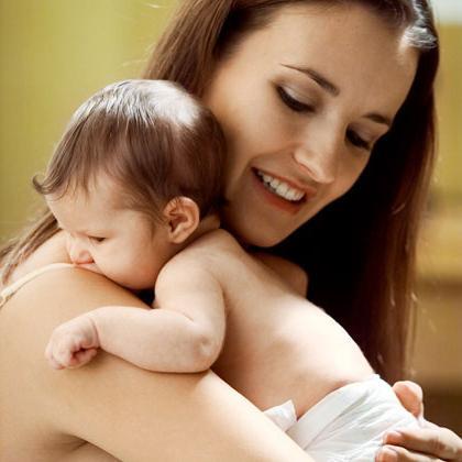 як тримати новонародженого стовпчиком