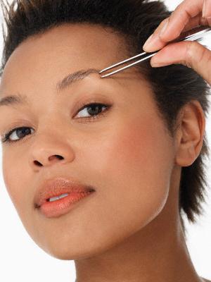 Як правильно щипати брови: поради і рекомендації