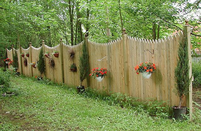 Як зробити декоративний паркан своїми руками?