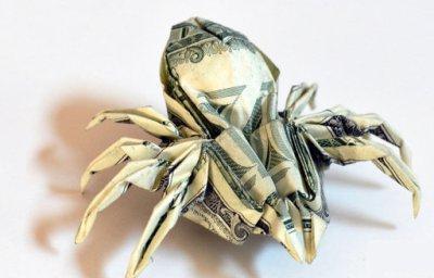 людина павук з паперу