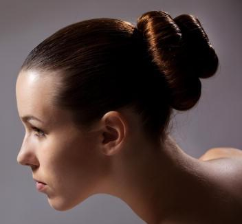 Як зробити шишку з волосся для будь-якого випадку