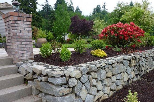Як зробити в саду клумби з каменю своїми руками?