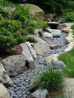Як зробити в саду сухий струмок своїми руками?