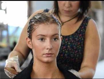 Як змити фарбу для волосся з волосся або що таке хімічні та природні змивки?