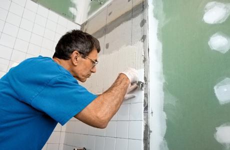Як укладати плитку у ванній кімнаті