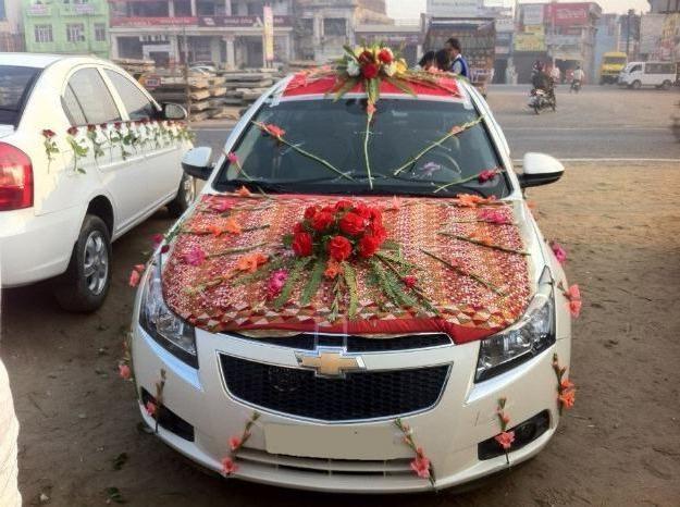 Як прикрасити весільну машину красиво і правильно
