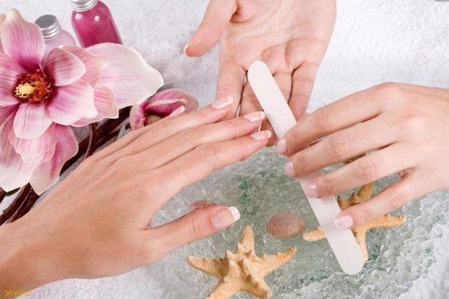 Як зміцнювати нігті в домашніх умовах: прості поради