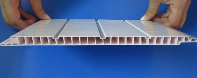монтаж стелі з пластикових панелей