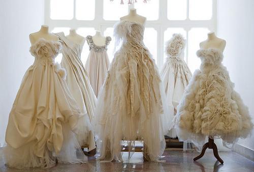 де купити гарну сукню