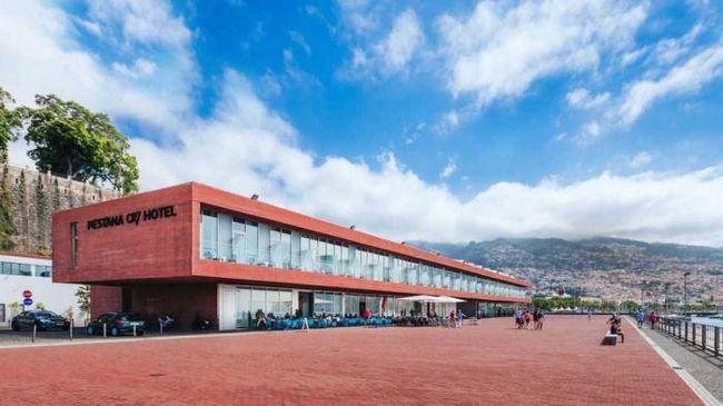 Як виглядає відкритий роналду готель в футбольному стилі
