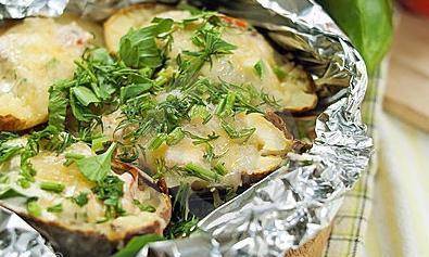 Як запікати картоплю в фользі в духовці правильно і смачно?