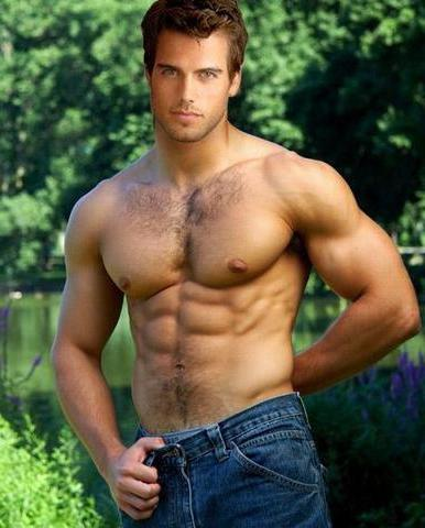 Красиве чоловіче тіло випромінює секс