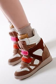 Кросівки на платформі - витончений писк моди