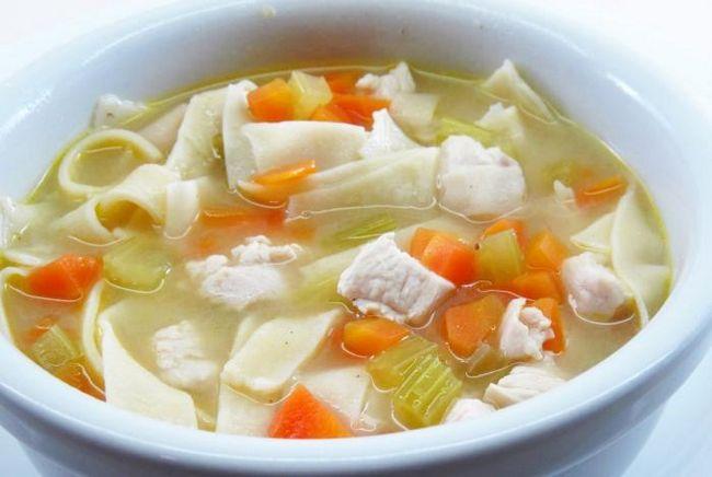 Курячий суп з домашньою локшиною - класика російської кухні