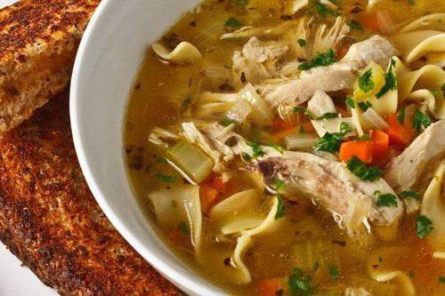 Курячий суп з домашньою локшиною