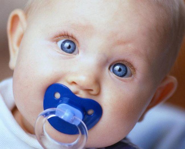 Чи потрібні пустушки для новонароджених?