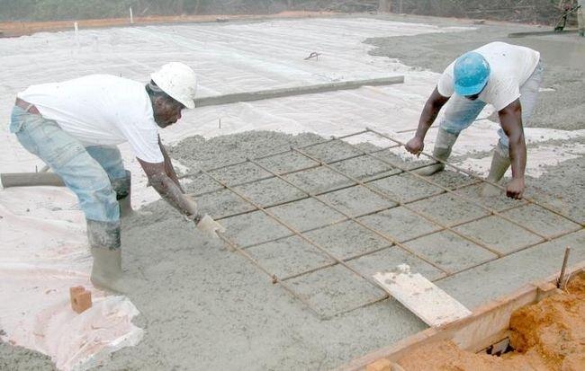 Визначаємо, скільки важить куб бетону