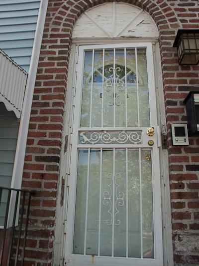 Обробка укосів вхідних дверей: види, матеріали і особливості процесу
