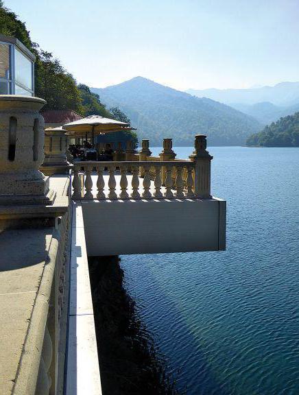 озеро гейгель готелі