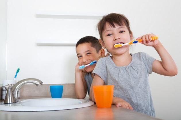 запах з рота у дітей причини