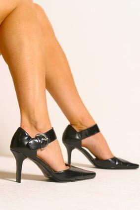 Чому вночі зводить ікри ніг: причини і профілактичні вправи