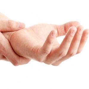 чому рука німіє