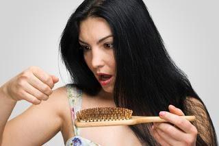 волосся випадає жмутами, що робити