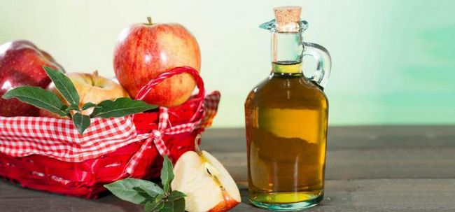 Чому ви повинні вмиватися з яблучним оцтом?